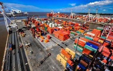 Endurecen el cepo al dólar con más restricciones al comercio exterior