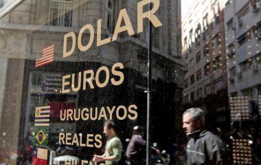 Quitar-la-posibilidad-de-que-haya-pesos-para-comprar-dólares-las-claves-del-nuevo-plan-económico-que-debuta-hoy.jpg