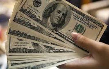 El dólar retrocede 20 centavos y la tasa queda a un paso de perforar el 63%